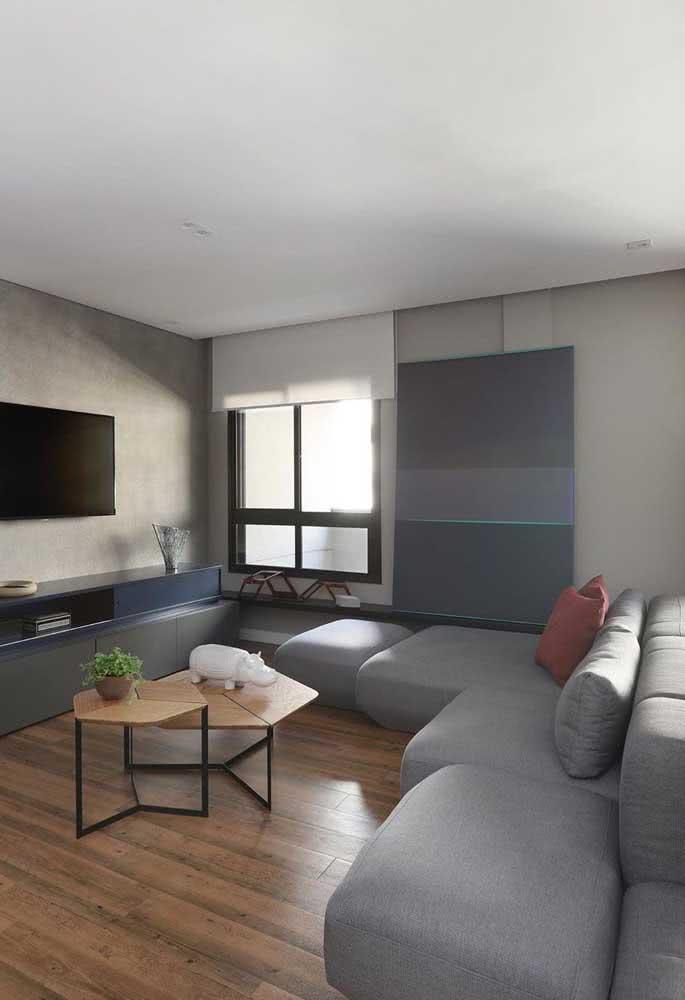 Com assentos retráteis individuais, esse sofá sem braço acomoda de acordo com as preferências de cada um