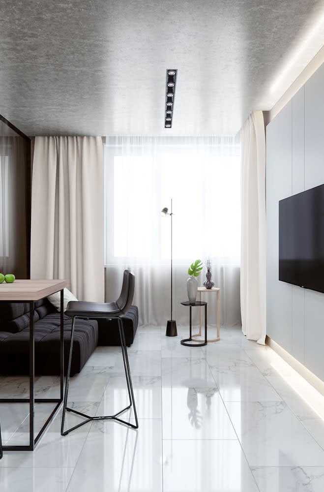 Sala de estar com piso porcelanato retificado: facilidade na limpeza do dia a dia