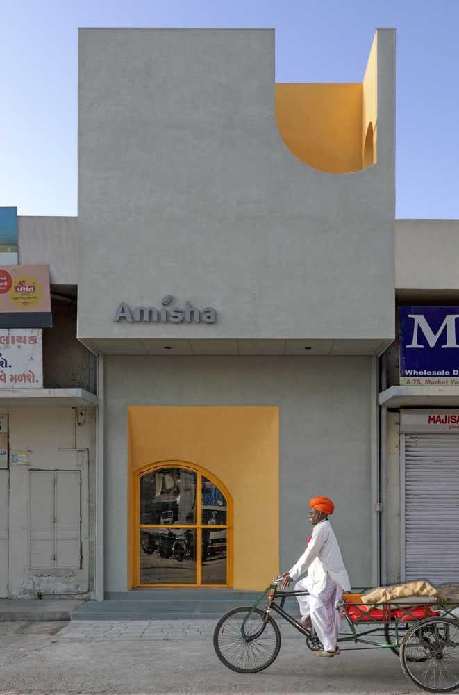 Fachada de loja minimalista. Tudo aqui se resolveu nas cores