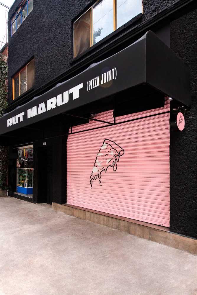 Já pensou em uma fachada de pizzaria em rosa e preto?