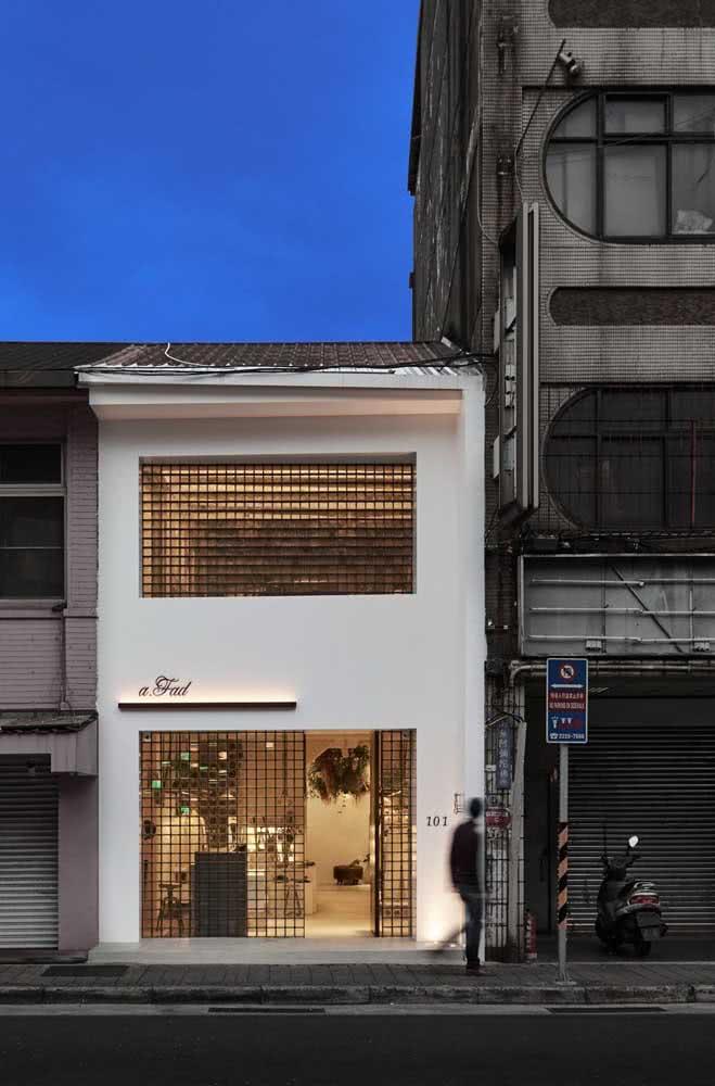 Aqui, a fachada é um convite para o interior da loja