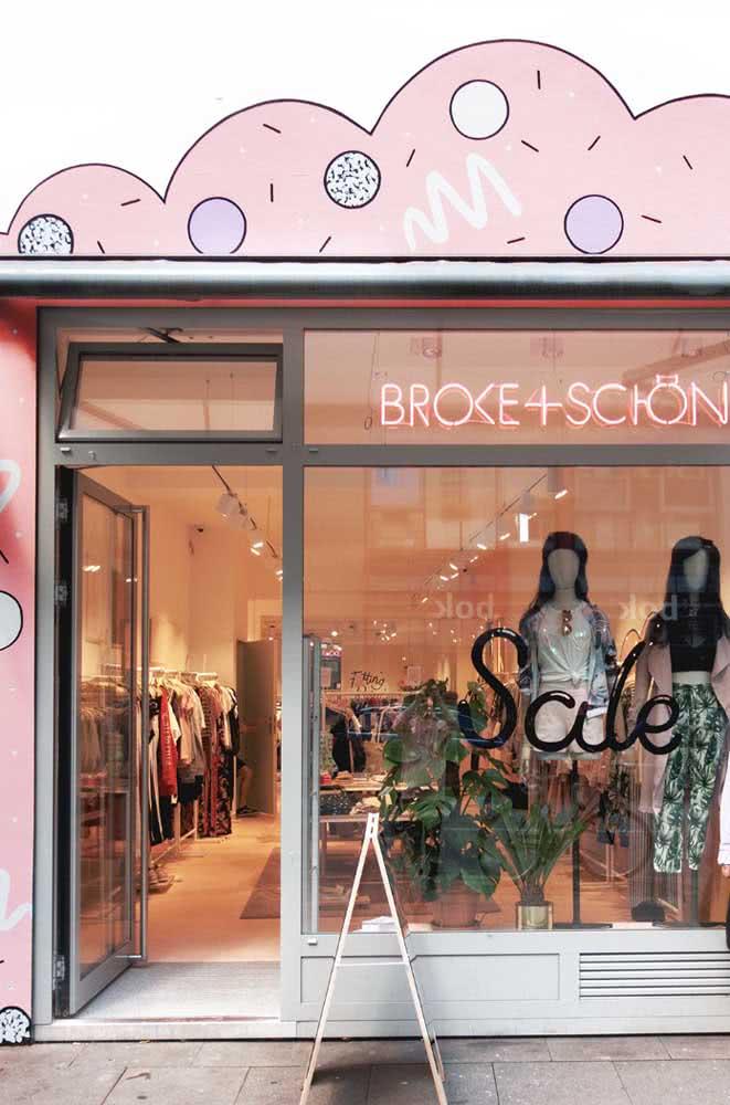 Fachada descontraída para a loja de roupas feminina