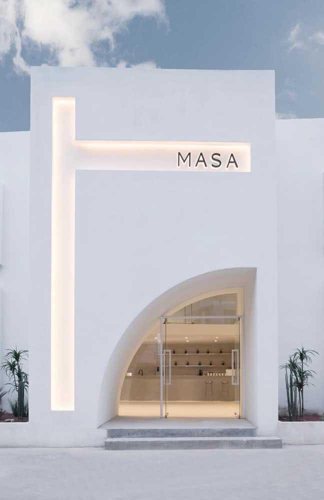 Parece um portal, mas é só a fachada de uma loja criativa