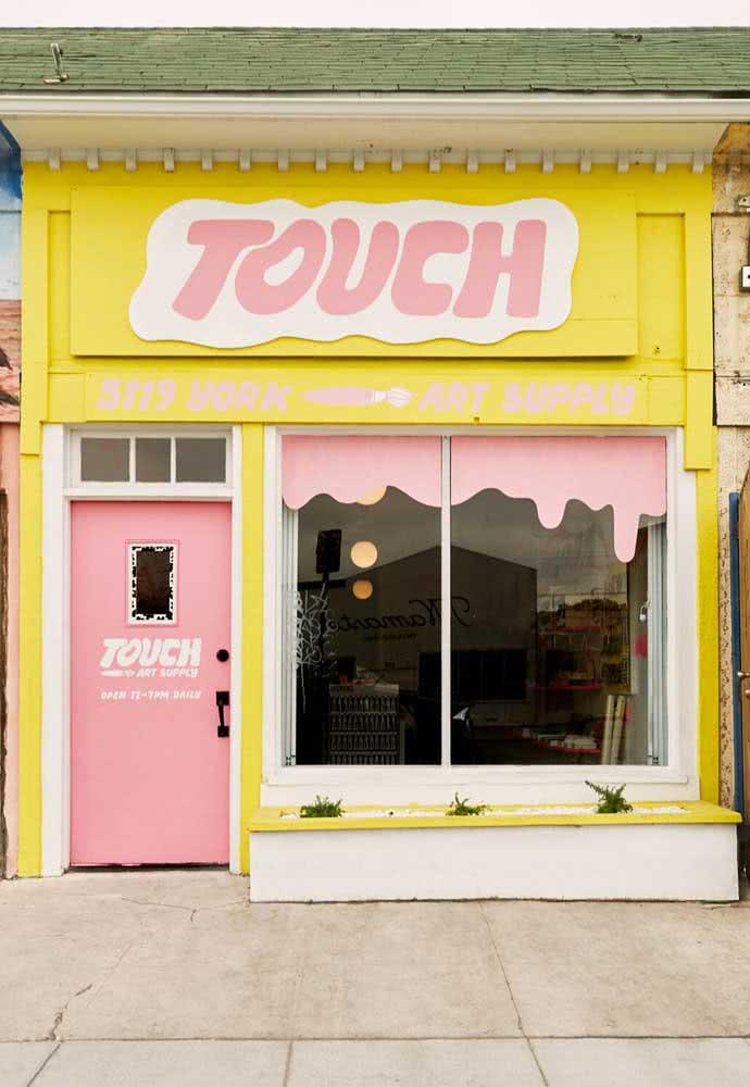 Composições alegres e despojadas para chamar atenção para a fachada da loja
