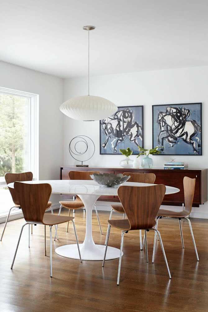 Mesa oval Saarinen: para quem não abre mão de uma peça de design
