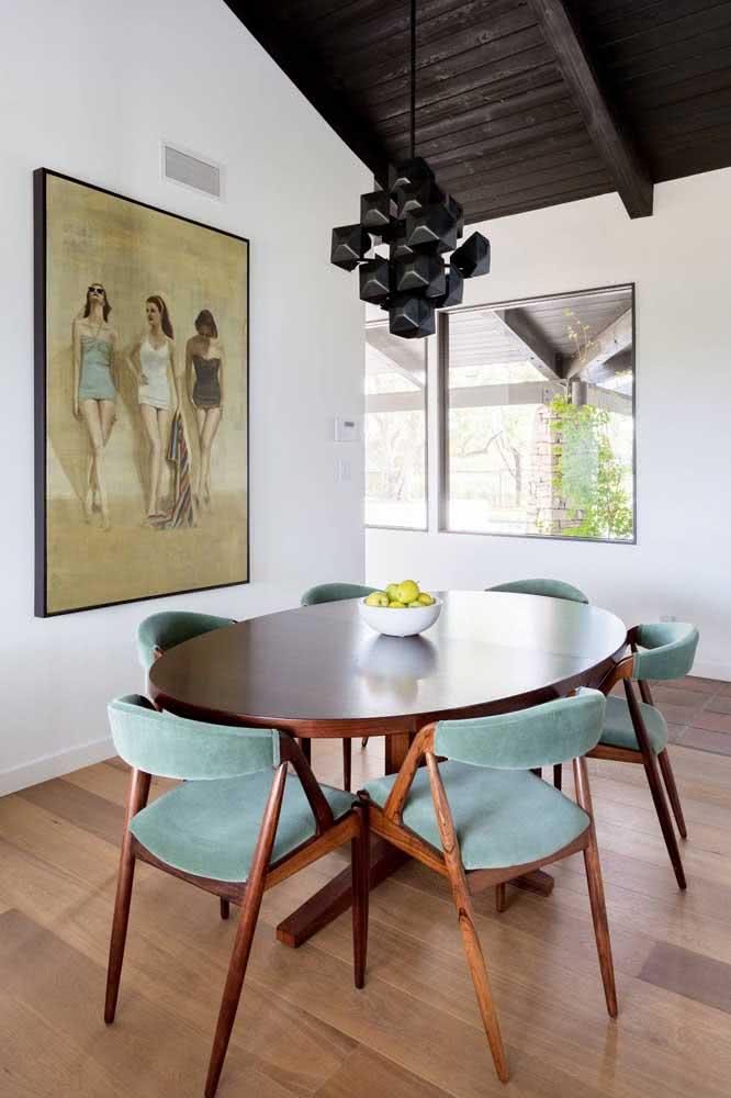 Cadeiras e mesa se combinam por aqui