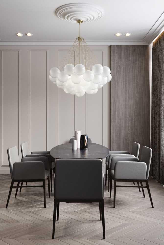 Sala de jantar integrada com mesa oval