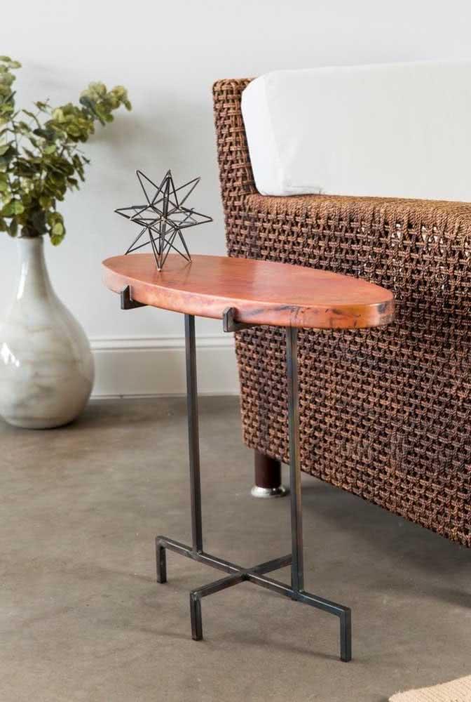 Garanta um toque extra de conforto usando cadeiras estilo poltrona em torno da mesa oval