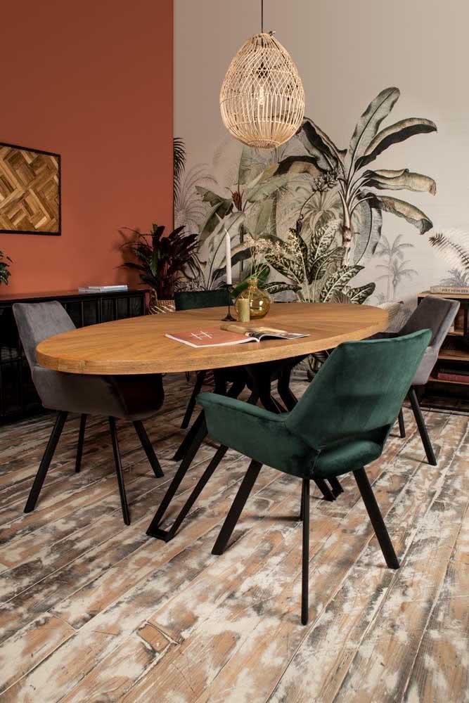 Quanta originalidade cabe nessa mesa oval?