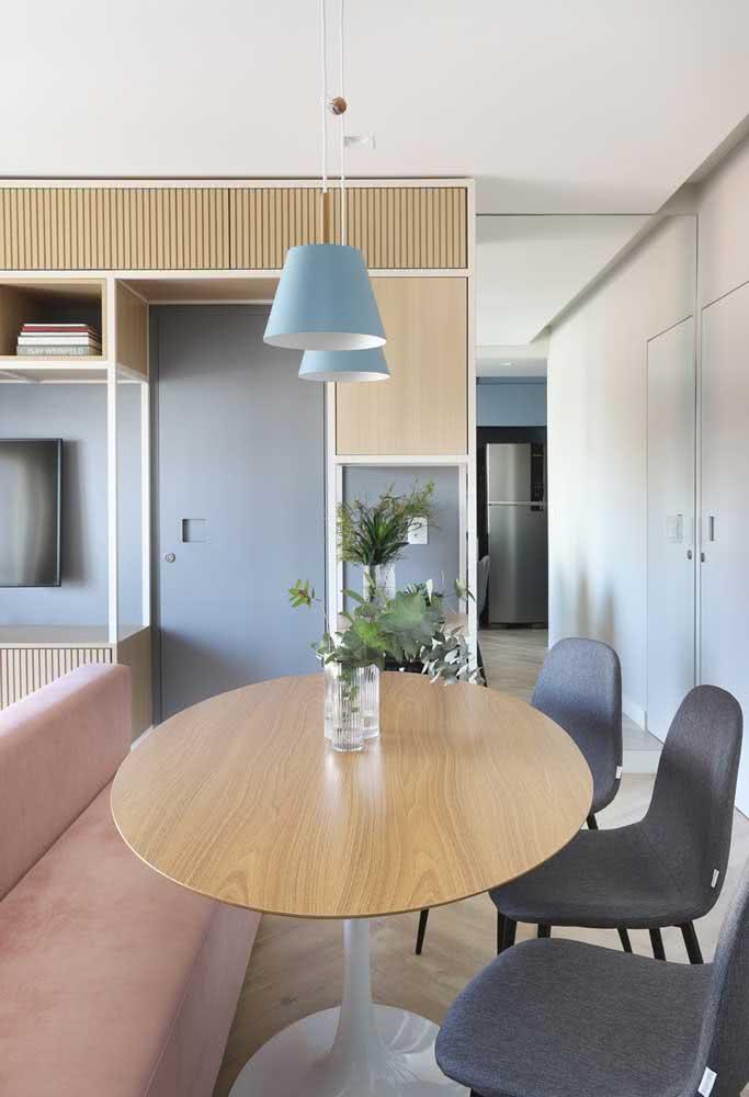 Nesse outro canto alemão a mesa oval escolhida foi a Saarinen
