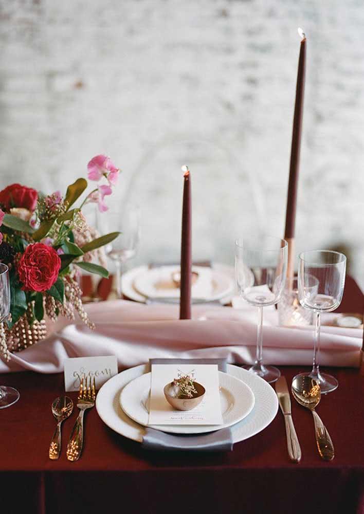 Separe suas melhores louças e talheres para montar a mesa