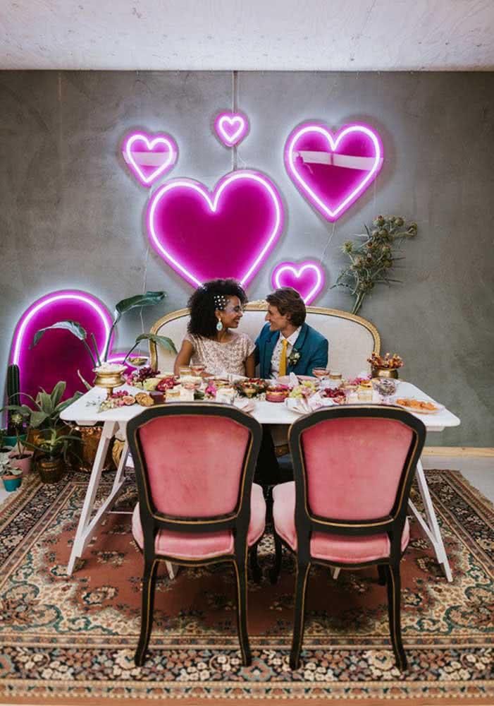 Corações iluminados para celebrar o dia dos namorados em grande estilo