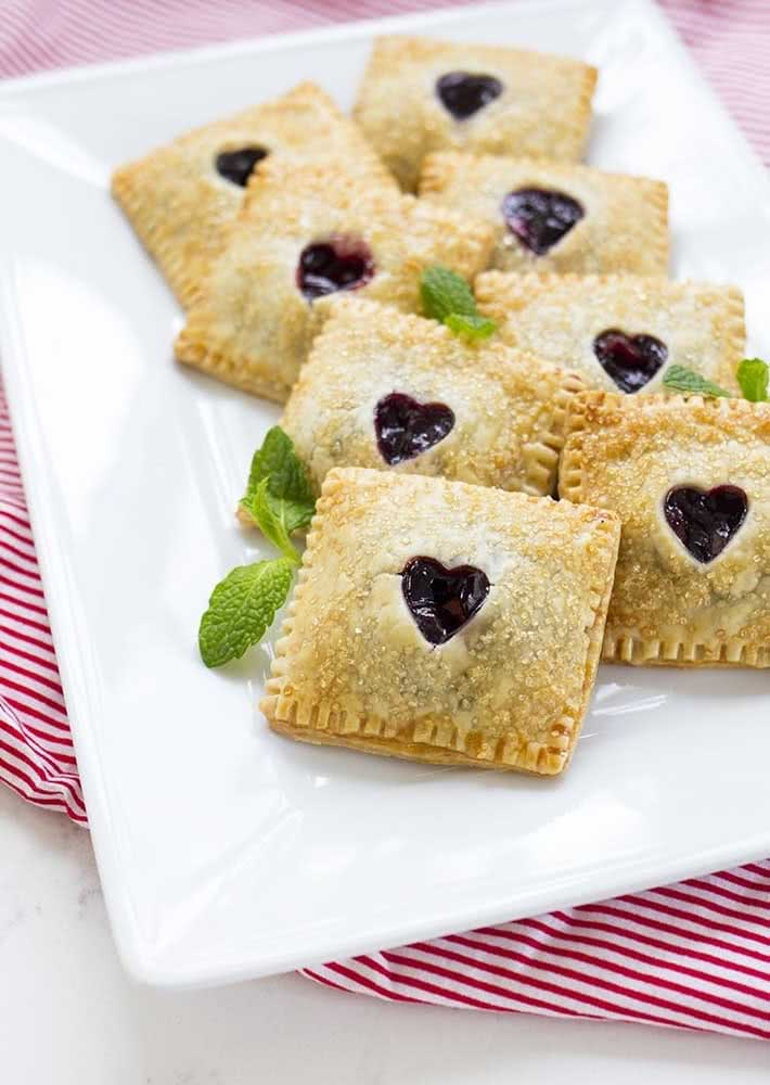Pasteis de frutas vermelhas: opção de entrada para o jantar de dia dos namorados