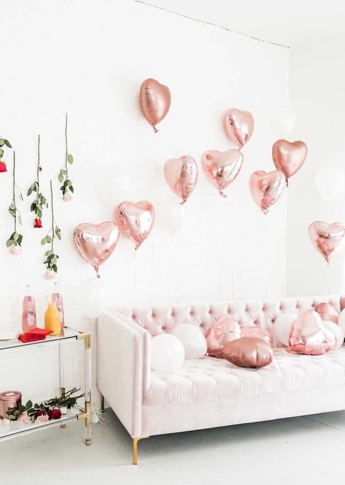 Balões e rosas para uma decoração simples e romântica