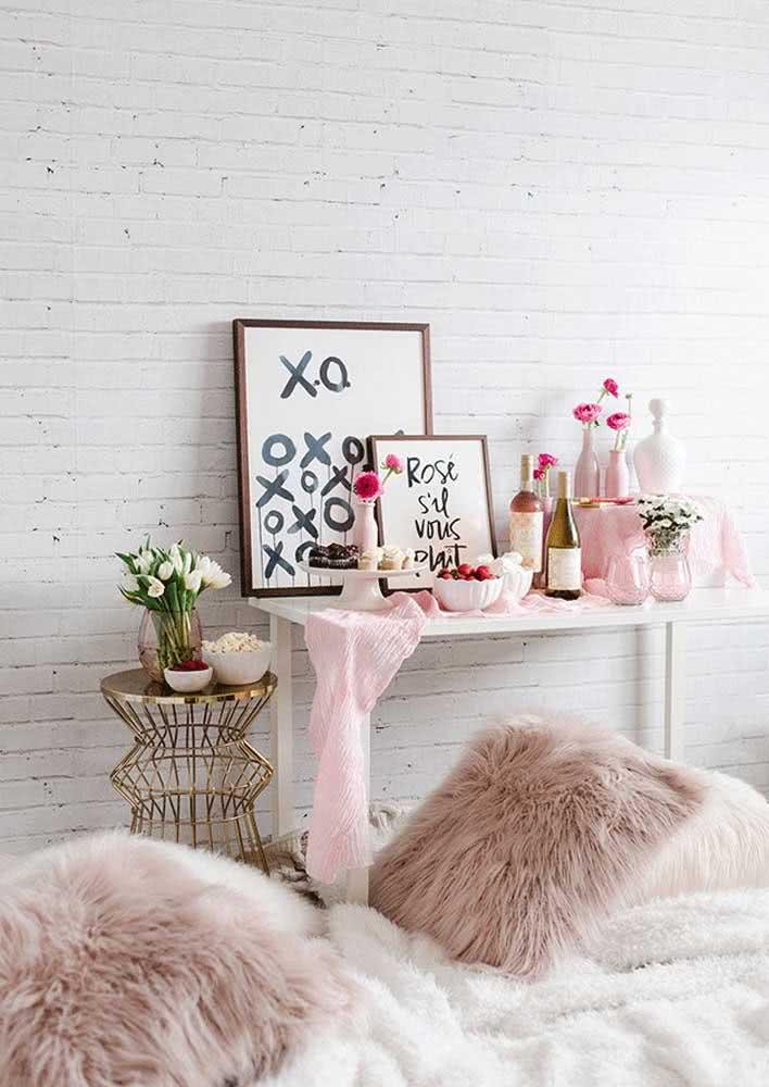 Garrafas podem se transformar em lindos vasos para a mesa de dia dos namorados