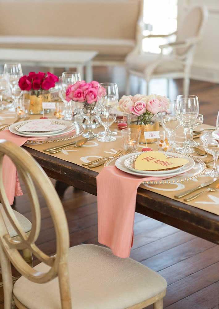 Uma mesa chiquérrima para recepcionar o seu amor