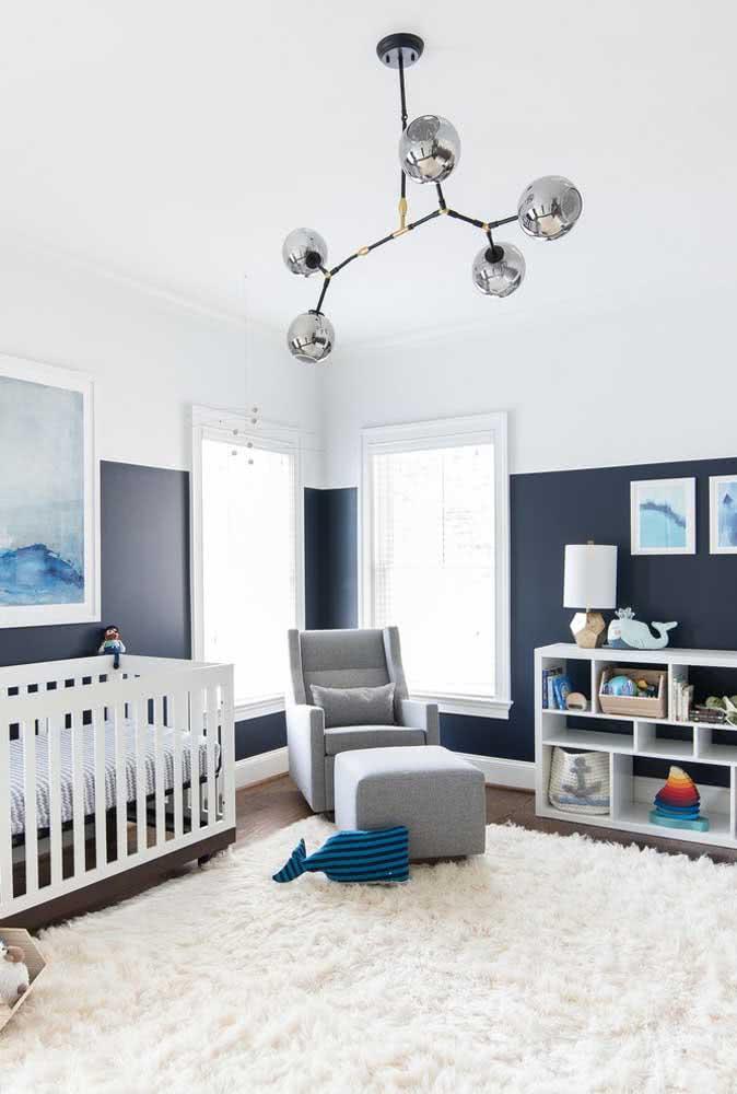 Meia parede azul marinho: elegantemente moderna