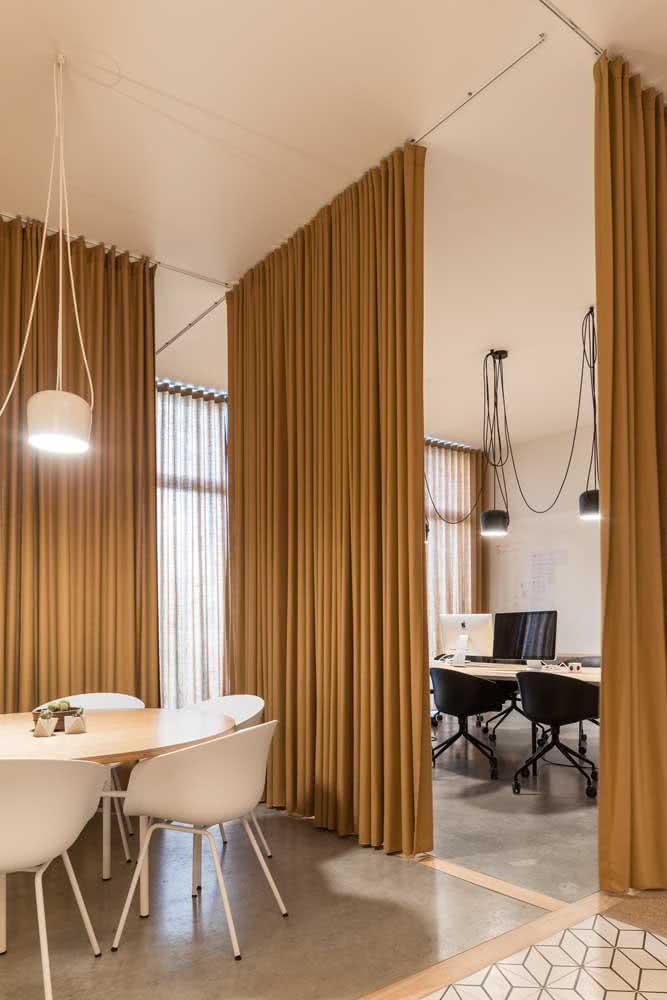 As cortinas trazem um conforto e aconchego incríveis para o escritório