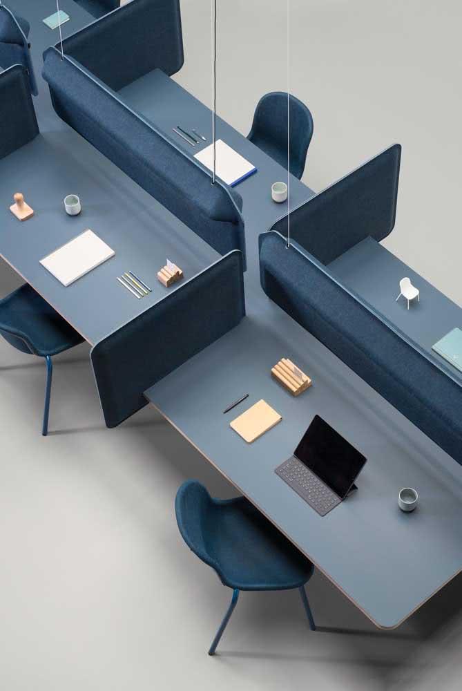 Divisórias para escritório sobre as mesas: organização, funcionalidade e produtividade