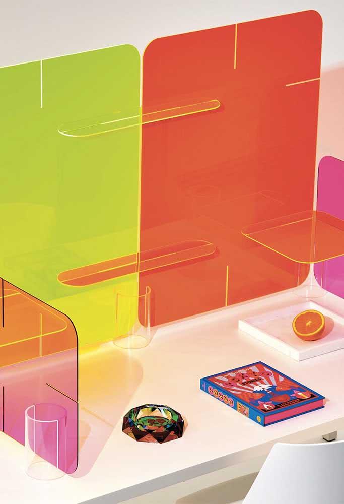 Divisórias de acrílico colorido: traga bom humor e descontração para o escritório