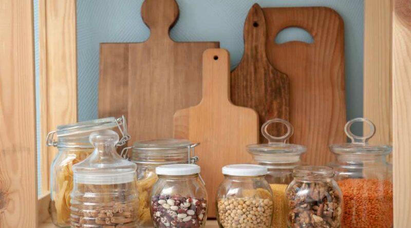 Como organizar potes na cozinha: veja dicas práticas e passo a passo