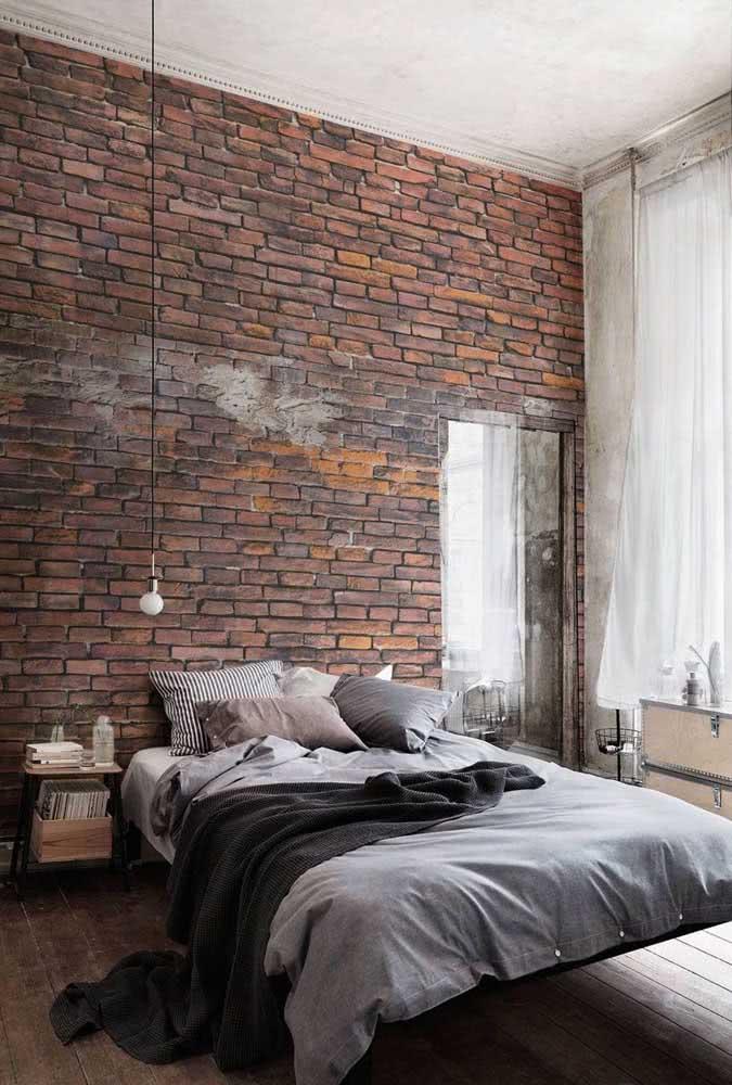 O quarto em estilo industrial também apostou na cama flutuante e no seu efeito mágico