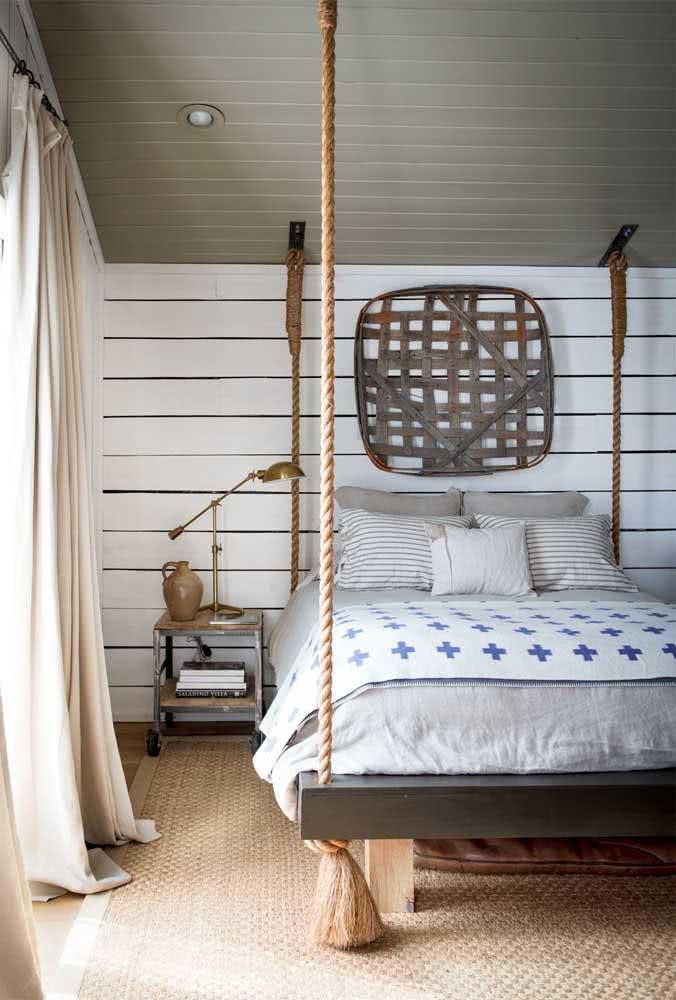 Mas se a intenção é criar um quarto rústico, não perca a oportunidade de usar uma cama flutuante com cordas