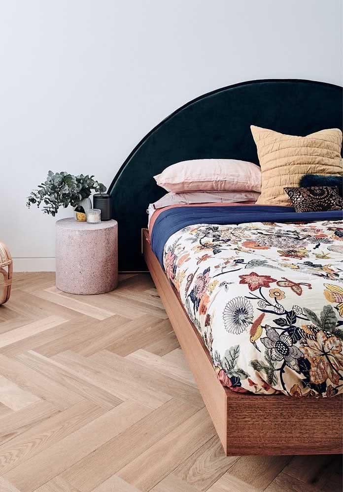 Escolha uma roupa de cama linda, mas que destaque o efeito flutuante da cama