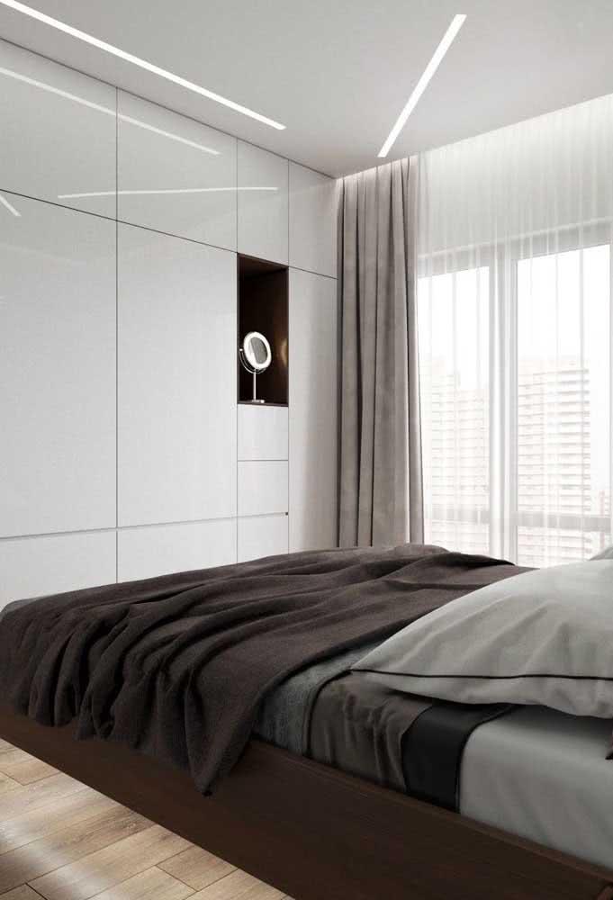 Mesmo discreta, a iluminação em LED faz toda diferença no projeto da cama flutuante