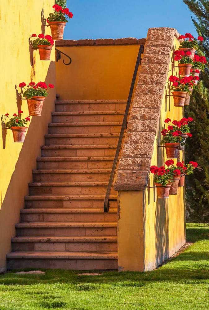 Os suportes para vasos também podem ser considerados como floreiras de parede