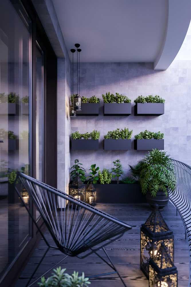 Floreira de parede para a varanda de apartamento. Um jeito simples de levar o verde para os ambientes sem ocupar espaço