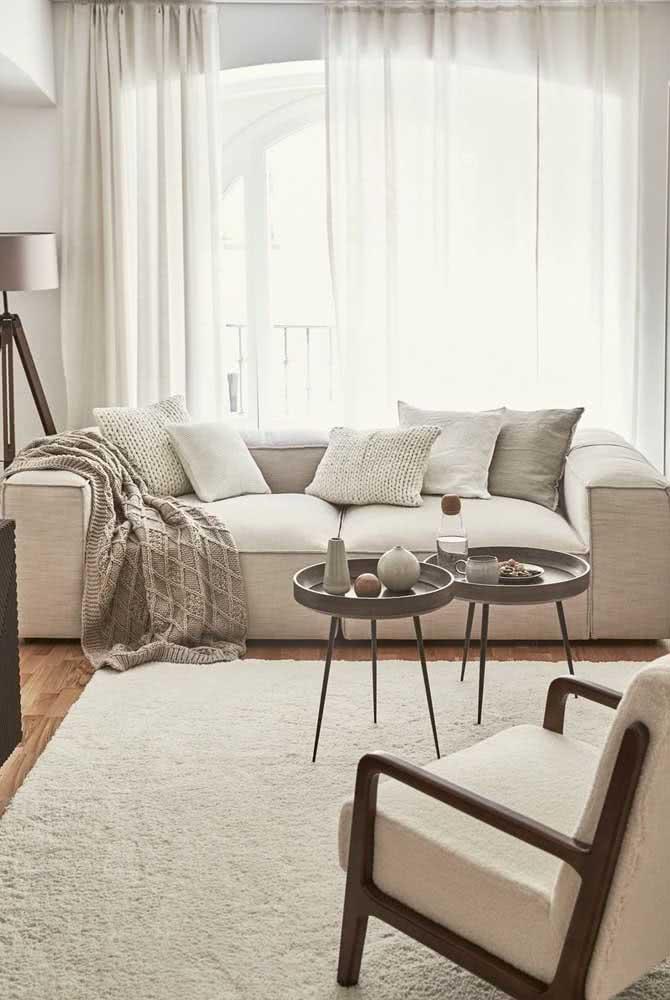 Sofá ideal para sala pequena tem que ter design reto, clean e cor clara
