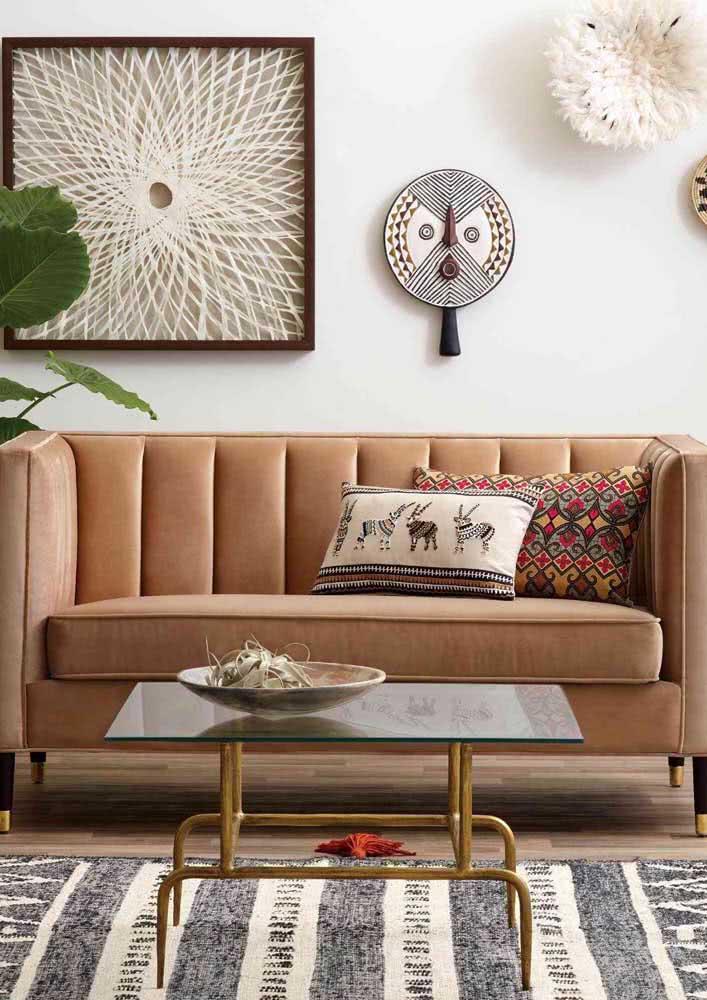 O sofá em estilo namoradeira agrega muita personalidade à decoração