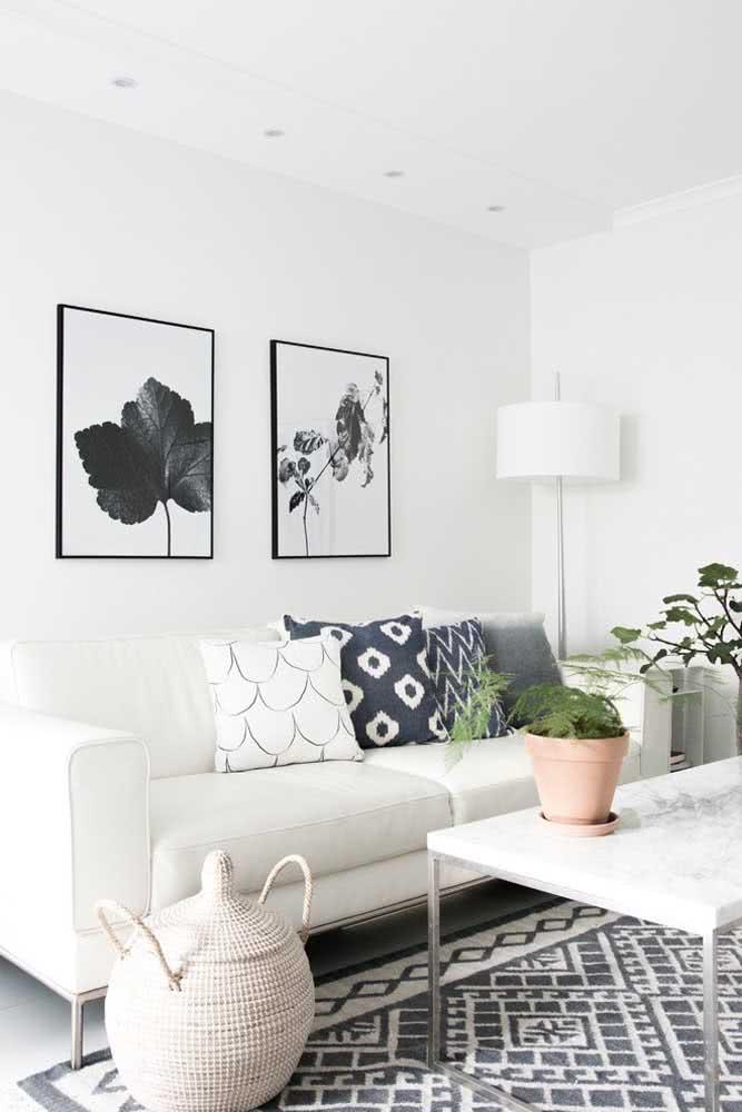 Sofá branco para sala pequena minimalista
