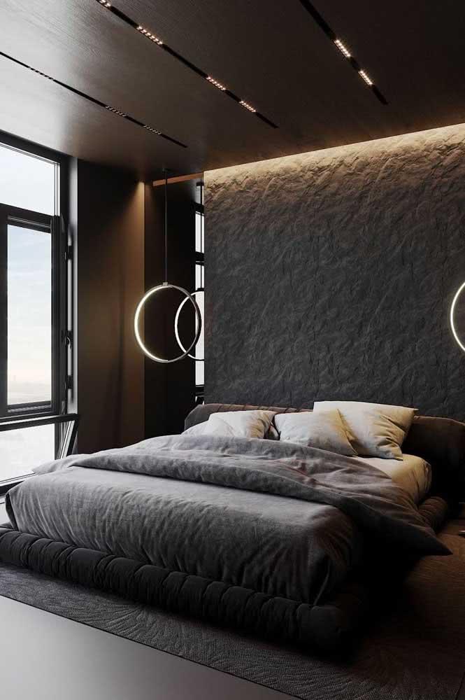 Cinza chumbo na roupa de cama, tapete e parede