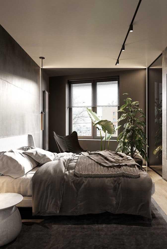O quarto bem iluminado ficou incrível com a decoração em branco e cinza chumbo
