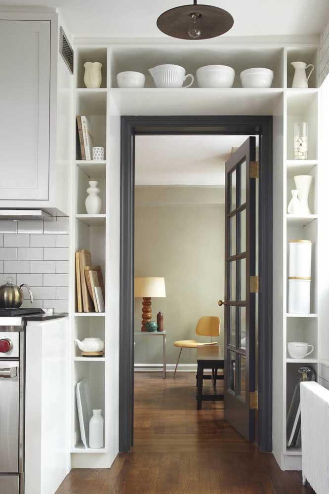 Batente de porta cinza chumbo: um detalhe de cor para a cozinha