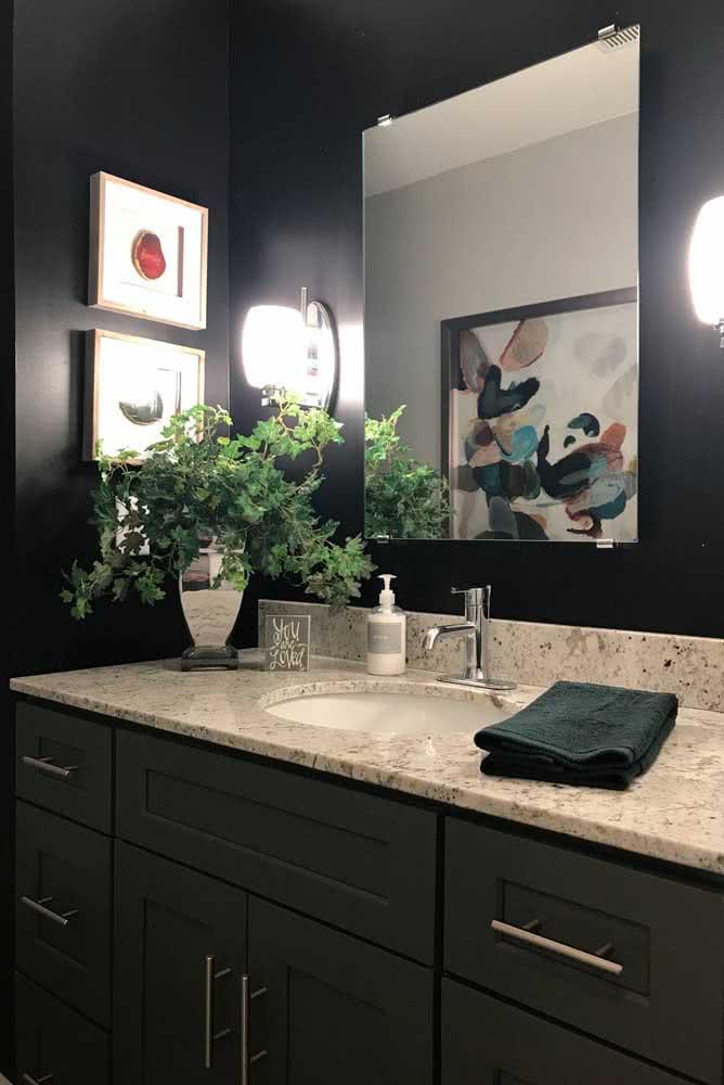 E se o lavabo for todo escuro você pode usar uma bancada de granito claro para contrastar
