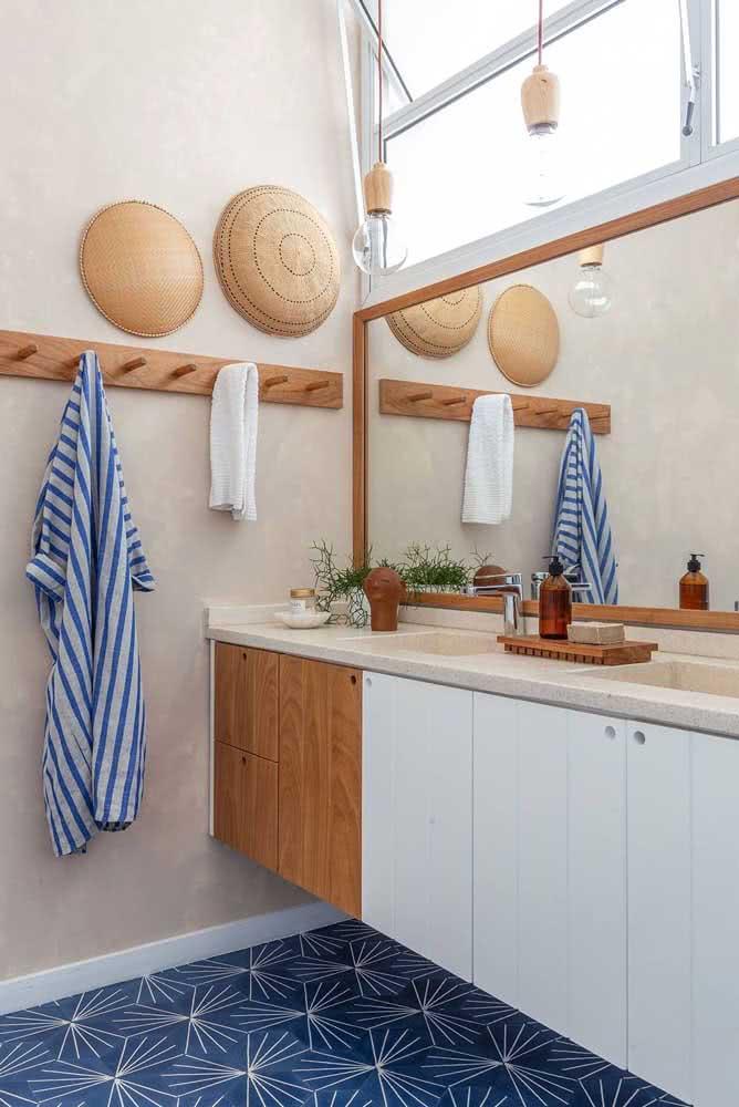 Bancada de granito claro para o banheiro de estilo boho