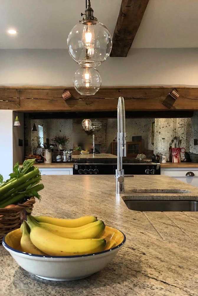 Ilha de cozinha feita de granito: fácil de limpar