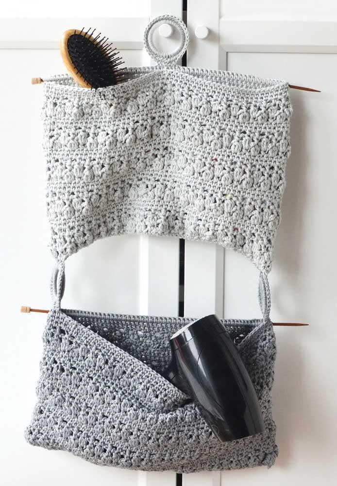 Adeus bagunça! Use um suporte de crochê para pendurar o que você mais usa no banheiro