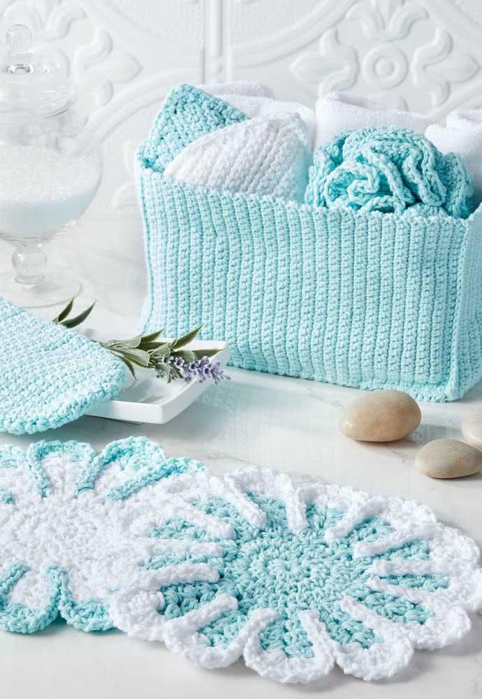 Jogo de banheiro de barbante azul claro com uma cestinha pra lá de charmosa