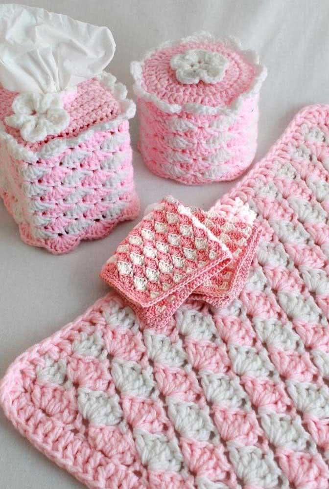 Jogo de banheiro de barbante em tons de rosa e cinza para quem ama uma decoração delicada e romântica