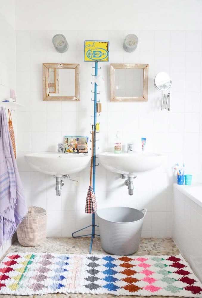 Tapete de barbante com estampa colorida para cobrir o piso de uma parede a outra