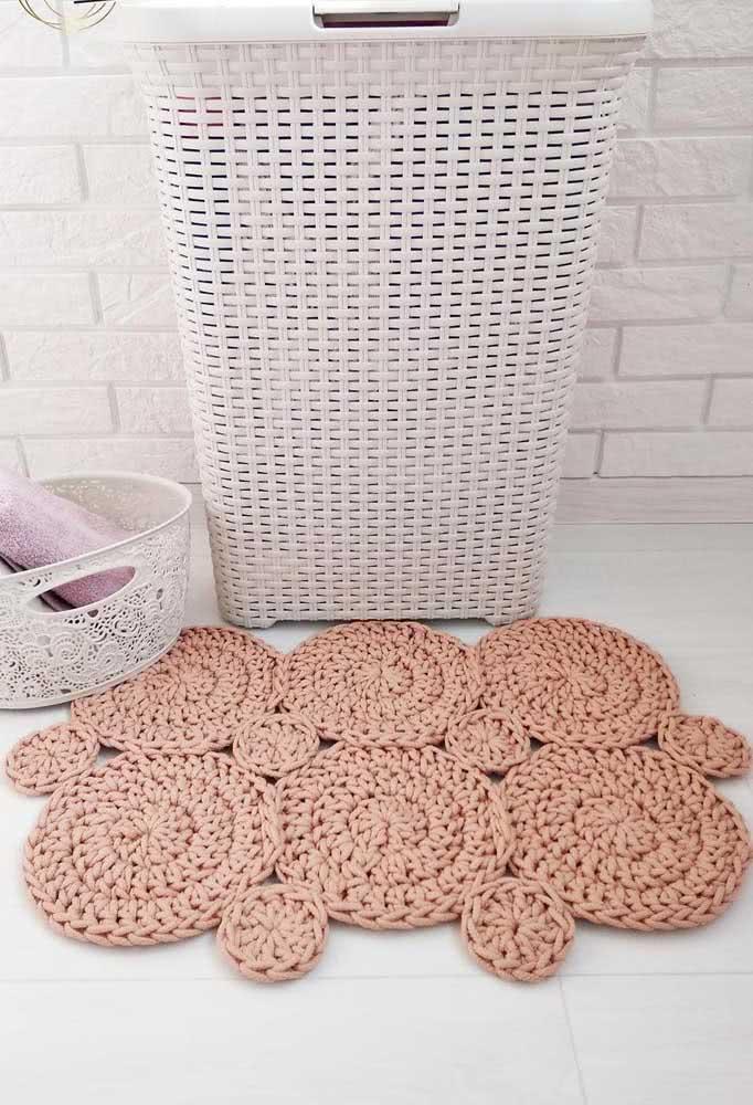 Discos de crochê unidos para formar um tapete original
