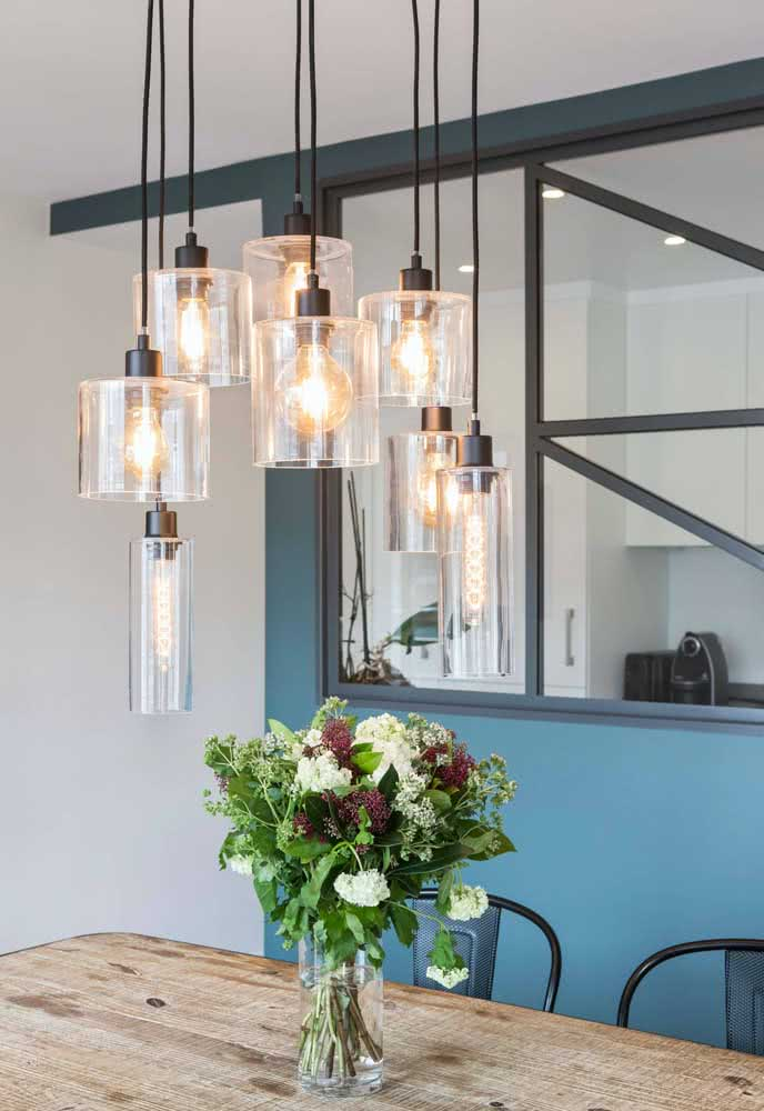 Lustre moderno pendente com lâmpadas de filamento
