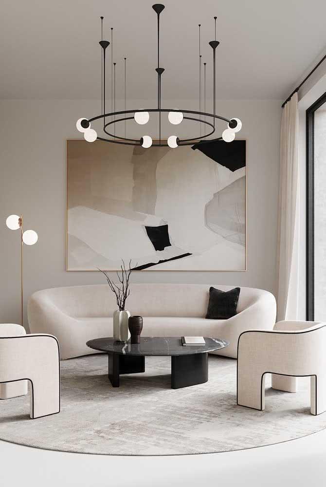 Lustre moderno redondo acompanhando o formato da mobília da sala de estar em uma harmonia perfeita
