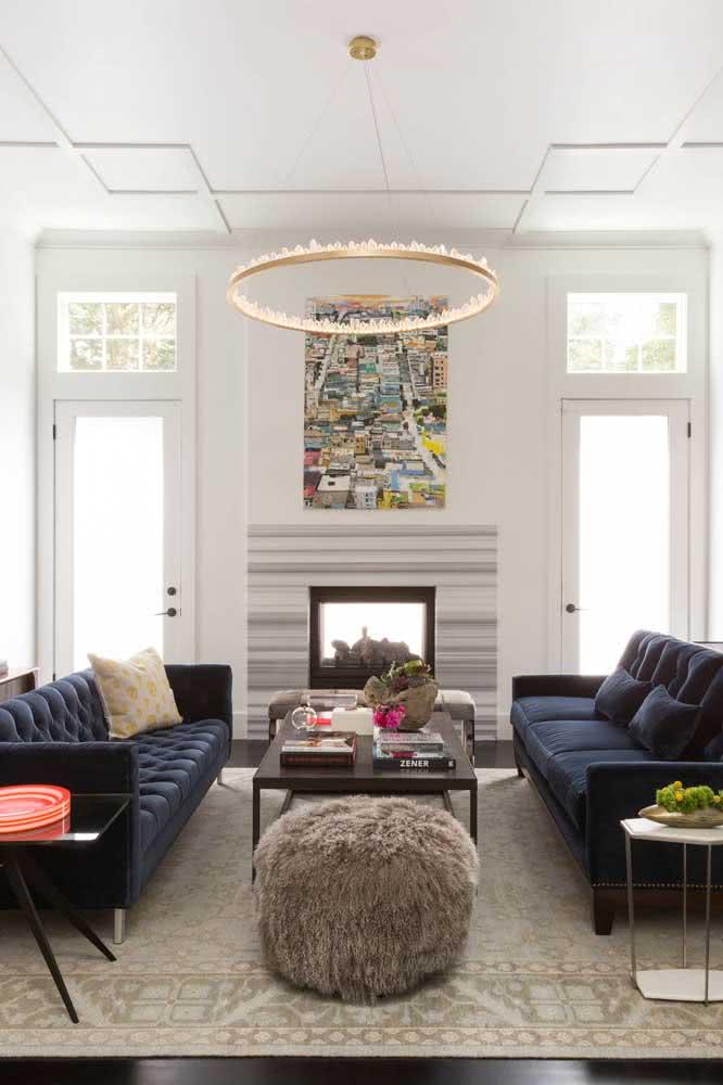 Um anel de luz para o teto da sala de estar