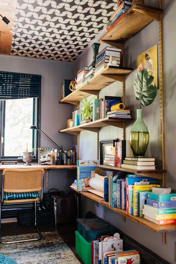 Sem grandes pretensões, apenas exponha seus livros na prateleira