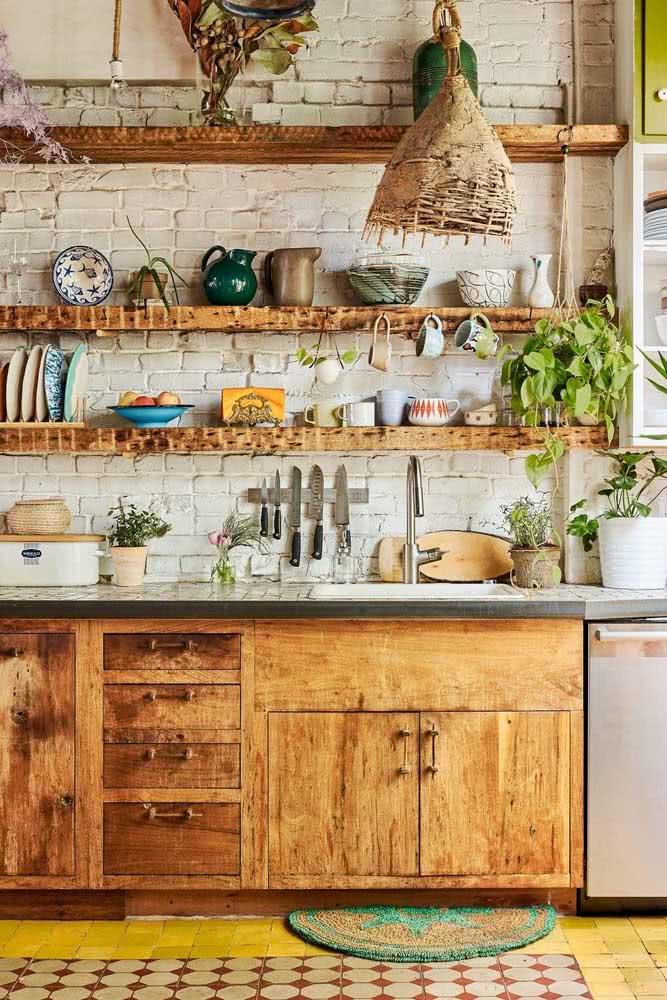 Essa cozinha boho vai deixar seu dia mais feliz